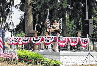 """Iberia's speaker, Mark Melroy, concluded his speech playing a song """"For the unknown Warrior"""" on the bagpipes."""